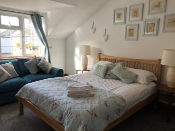 King-Comfort-Ensuite with Bath-Garden View