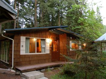 Cabin-Ensuite with Shower-Family-Woodland view-Stepping Stone Totem - Cabin-Ensuite with Shower-Family-Woodland view-Stepping Stone Totem
