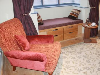Spacious seating area in 'The Holly' - Guest Room