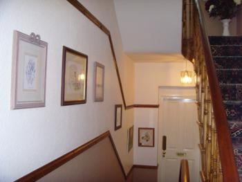 Ellies Guest House - staircase / landing