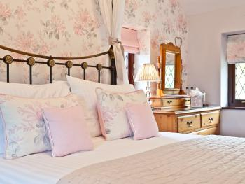 Superior-Double room-Ensuite with Shower-Countryside view-Four Poster  - Base Rate