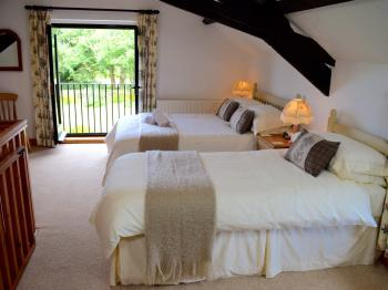 Luxury Cottage with En-suite Shower and Garden Views - Vine Cottage