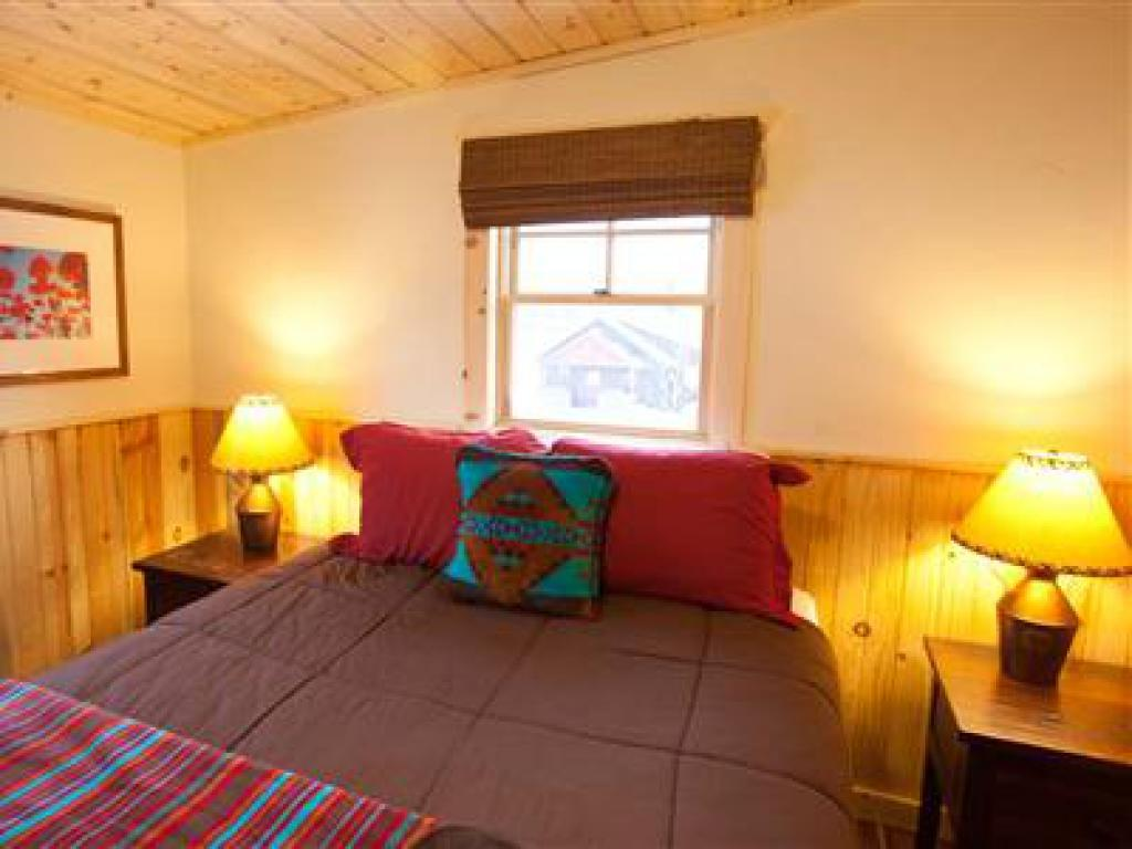 Shadow Mountain (Bunkhouse Cabin Suite)