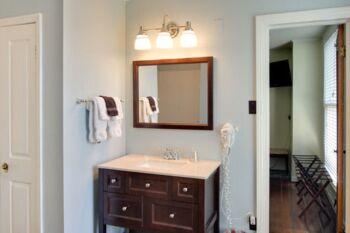 Bathroom in the Hibiscus Room