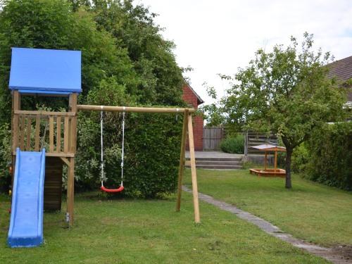 Garten, Spielturm-Rutsche-Schaukel-Sandkasten
