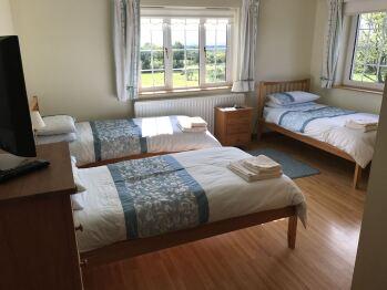 Triple room-Ensuite-Room 2
