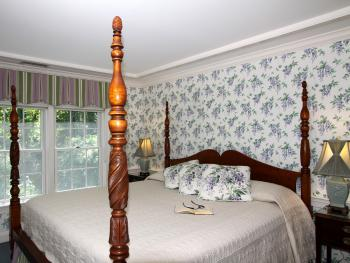 King-Ensuite-Luxury-Balcony-Carriage House 5