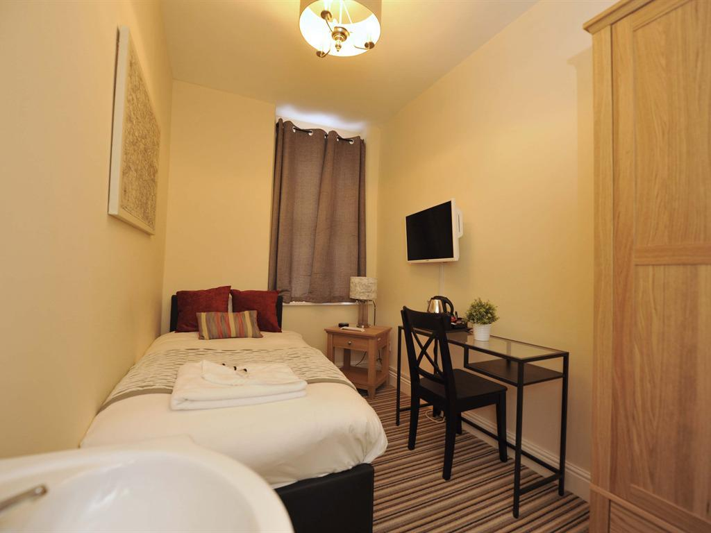 Single room-Shared Bathroom-Room 4