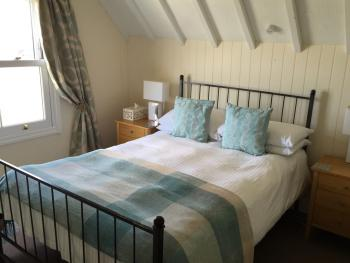 Bay View Double Ensuite with Shower- 2nd Floor