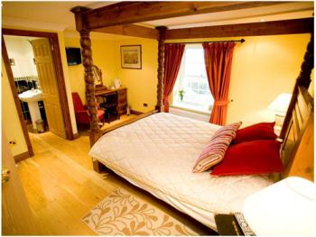 Double room-Deluxe-Ensuite-Four Poster with Shower