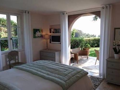 Chambre double avec terrasse côté jardin - Vue Mer - Petit Déjeuner offert