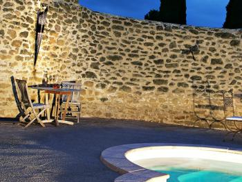 Terrasse piscine nuit
