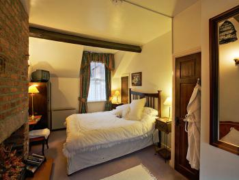 Double-Ensuite-The Coachman's Room