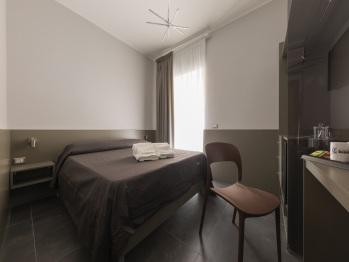 Matrimoniale o doppia-Comfort-Bagno privato-Balcone-San Gennaro - Matrimoniale o doppia-Comfort-Bagno privato-Balcone-San Gennaro