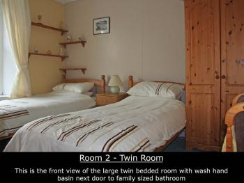Twin room-Standard-Shared Bathroom