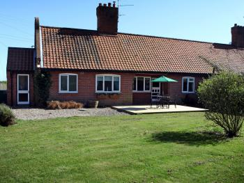 Cowmans Cottage-Cottage-Private Bathroom-Countryside view - Base Rate