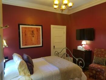 Holmes Suite