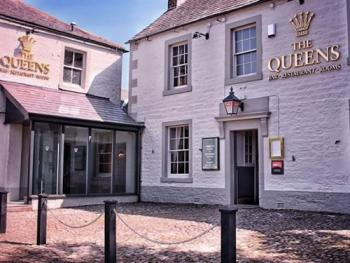 The Queens - Front Entrance to the Inn