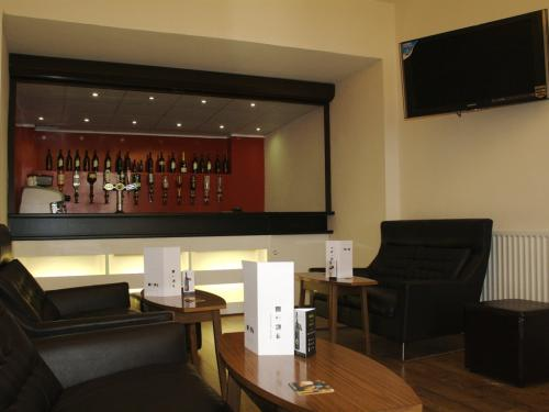 Why not relax in our luxurious and comfortable Residents Bar, where you can choose from a large selection of drinks.