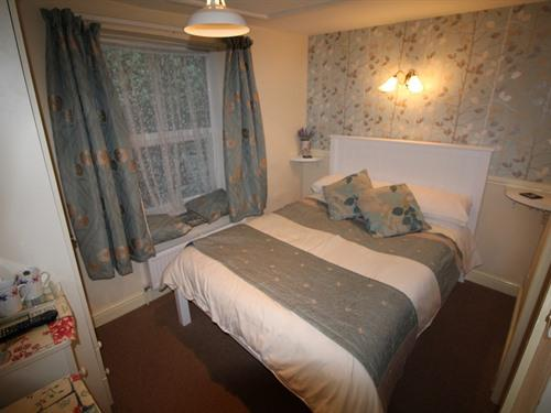 ROOM 4 SMALL DOUBLE WITH  NO ( HARBOR VIEW)
