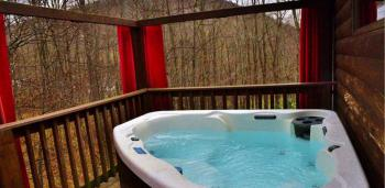 Bear Room with out door hot tub at Bear Mountain