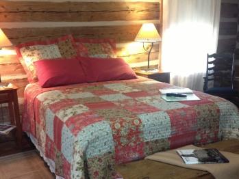 Quad room-Ensuite-Queen-East Cabin