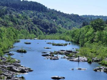 Les baignades dans la rivière Le Chassezac