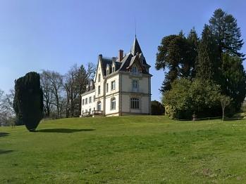 Château en pleine campagne