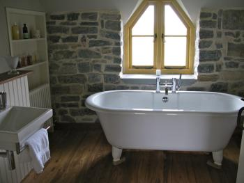 Godney Post House - Rolltop bath
