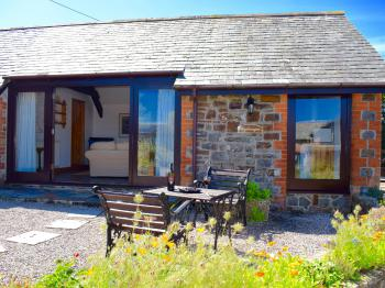 Luxury Cottage with En-suite Shower and Garden Views - Hydrangea Cottage