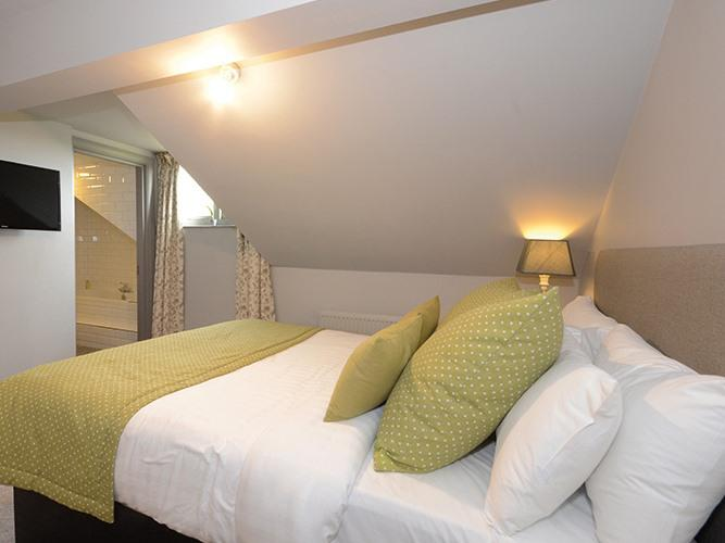 Double room-Standard-Ensuite with Bath-Garden View-1