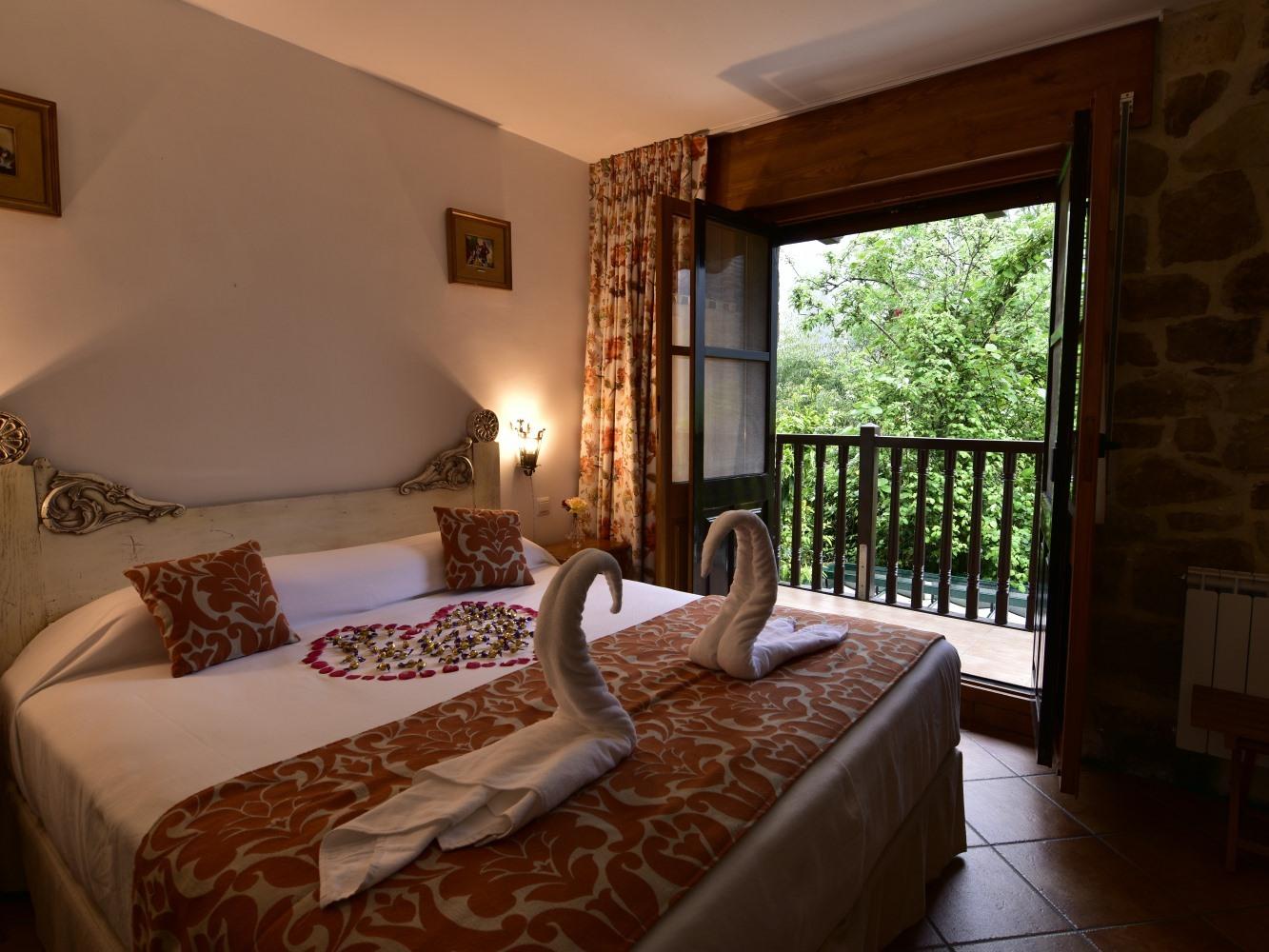 Habitacion Doble Premium con Bañera y Balcón-24 y 25