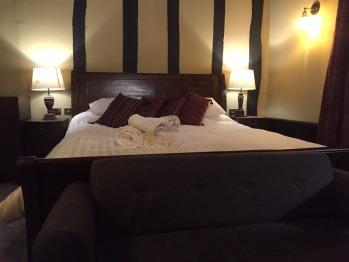 King-Premium-Ensuite with Bath-Street View-Room 6