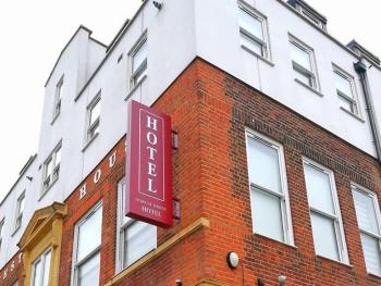 Forest house hotel -