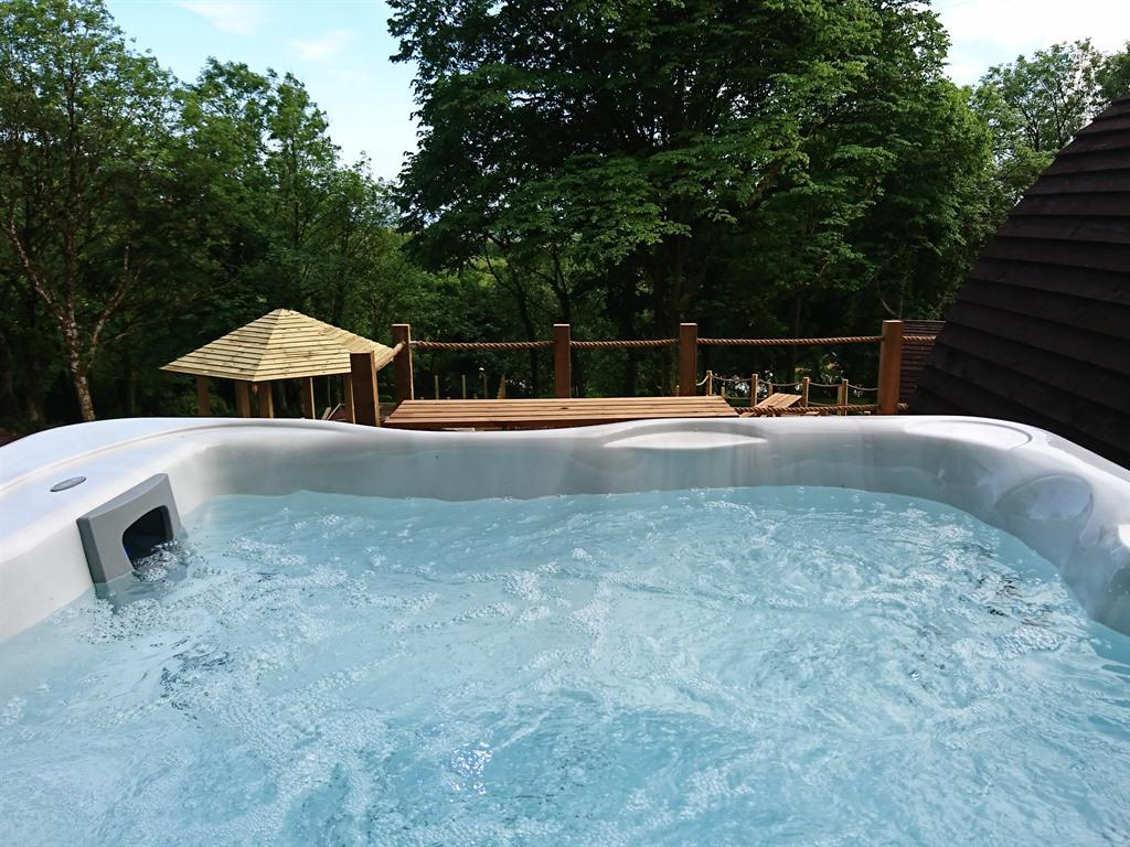 Cabin-Ensuite with Shower-with Hot tub  - Base Rate