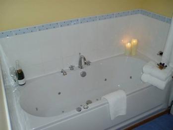 Luxury jacuzzi bath