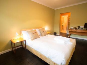 Double room-Standard-Ensuite with Shower-Street View - Double room-Standard-Ensuite with Shower-Street View