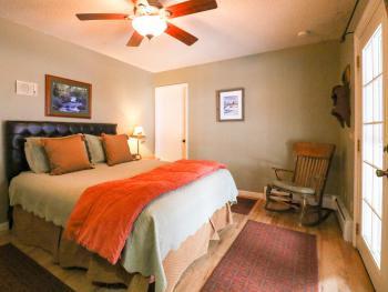 Adjoining room with queen size bed to the king with the private bathroom.( booked as the suite)
