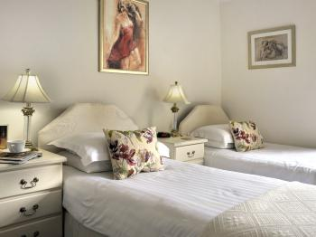 Comfy twin ensuite room, new pocket sprung mattresses