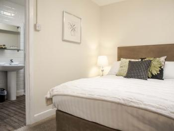 Double room-Comfort-Ensuite with Shower-Small Sky Light Room