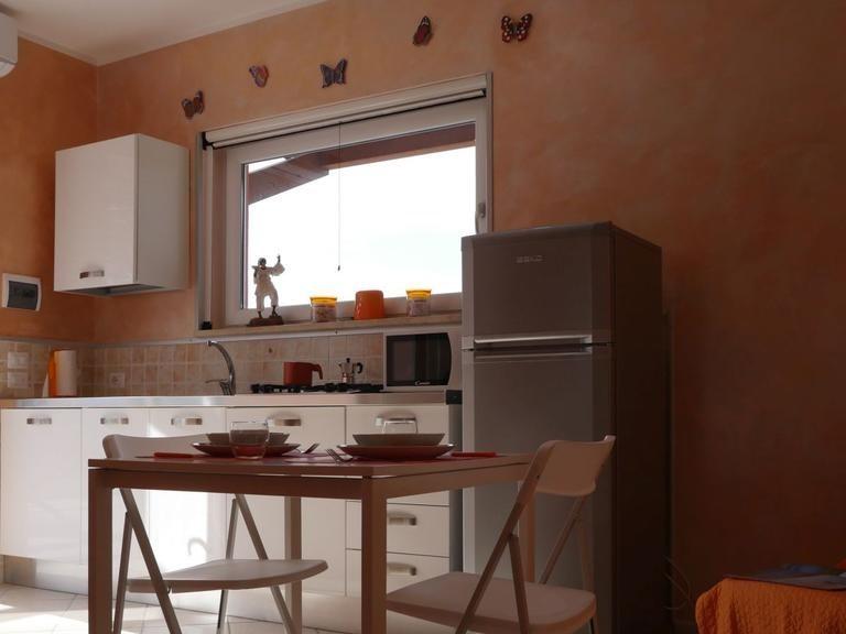 Monolocale-Appartamento-Bagno in camera con doccia-Vista giardino-Arancio