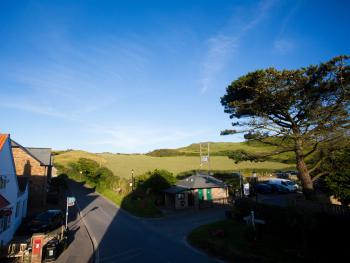 The Smugglers Rest - Motehoe - Hartland Room View
