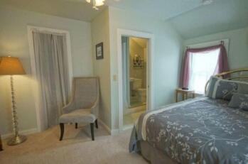 Guestroom #4 Pine Island Room