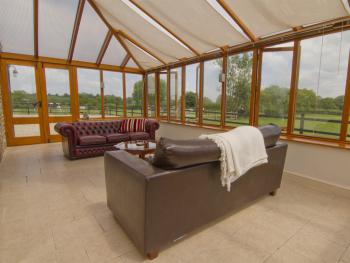 Room 6 Deluxe Family Suite Conservatory