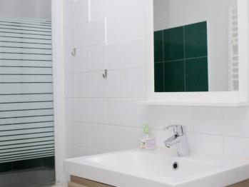Une des 4 salles de bain