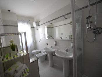 Bagno Appartamento con 2 camere da letto