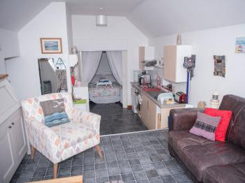 There is a fully equipped kitchen for self catering purposes and also a large addiitonal fridge frezer in the boatshed along with a washer, dryer and ironing facilties.