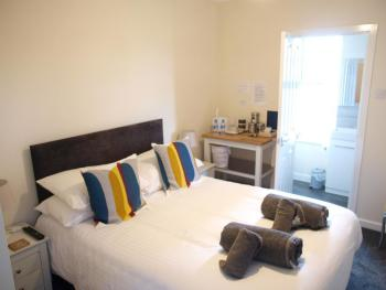 Double room-Classic-Ensuite with Shower - Base Rate