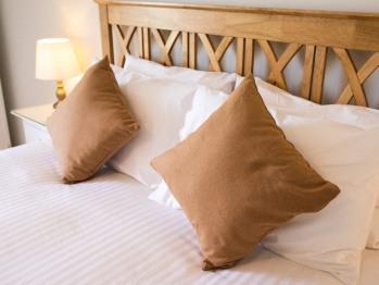 Gwelva Super King Bed