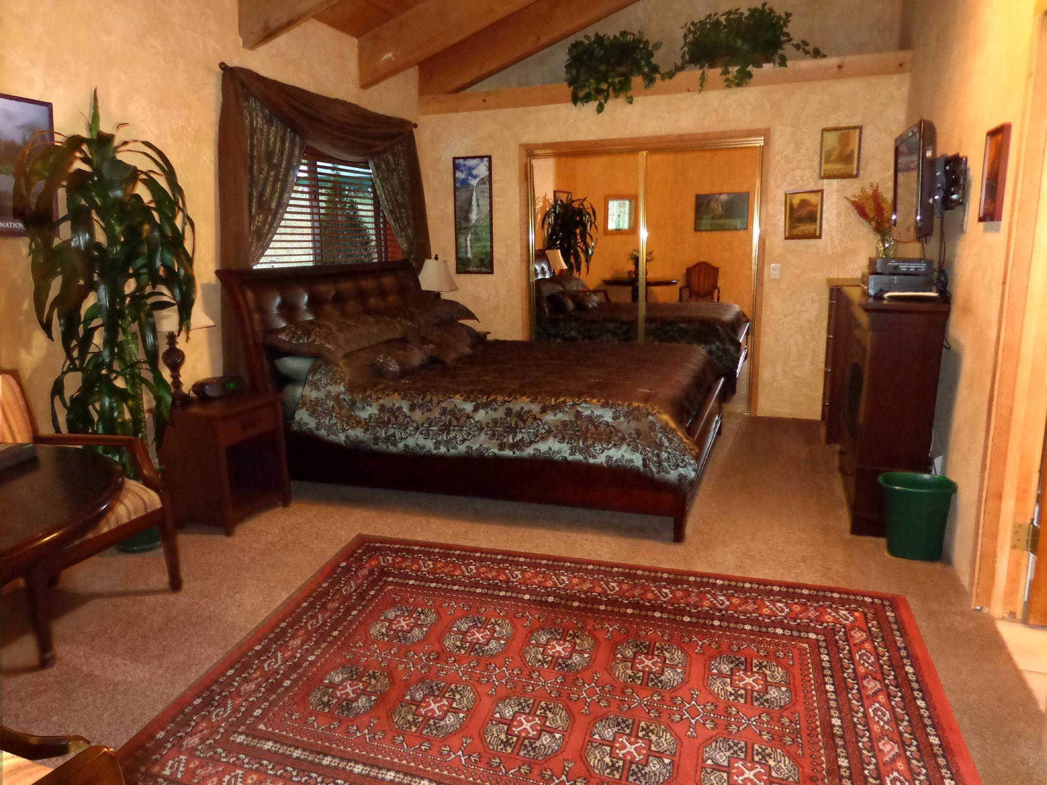 Triple room-Ensuite-Standard-Redwood Room